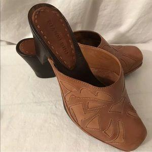 Gianni Bini Women's 7.5 M Leather Mule Clogs Shoes